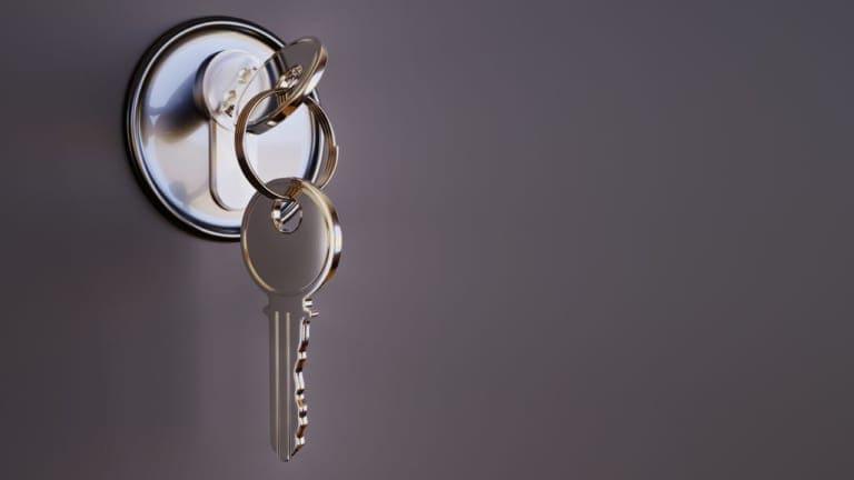マンションの鍵の交換は管理会社の許可が必要?注意点を解説!